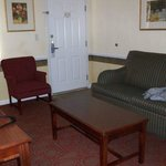 Photo de Luxbury Inn & Suites