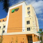 Photo de Holiday Inn Express & Suites Fort Lauderdale Airport South
