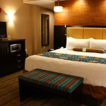 Photo de BEST WESTERN PLUS Kendall Airport Hotel & Suites