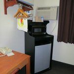 Scottsbluff Super 8 - fridge and micro