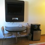 Red Bluff Motel 6 - big TV, nice table