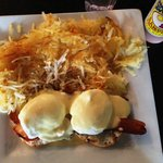 Eggs benedict with bacon & hashbrowns