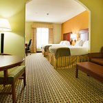 Photo de Holiday Inn Express Hotel & Suites Amarillo East