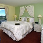 All Laskeview 1-Bedroom Suites are like this