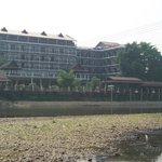 The Elephant Crossing Hotel Foto