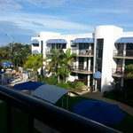 Headland Tropicana Resort resmi