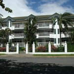 Costa Royale Beachfront Apartments resmi