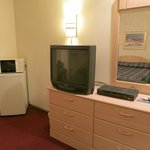 Red Mountain Inn - TV & desk area
