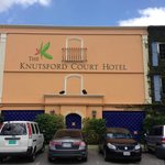 The Knutsford Court Hotel resmi