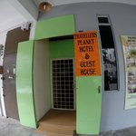 Travellers Planet Hostel resmi