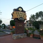 Peach Tree Inn resmi