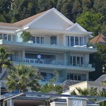 The Clarendon Bantry Bay resmi