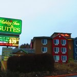Ashley Inn and Suites resmi