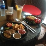 Photo de Habibi Restaurant & Shisha Cafe