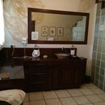 VERY SPACIOUS BATHROOM WITH SHOWER FOR 2!