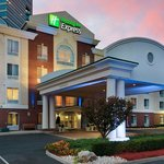 Holiday Inn Express Tower Center East Brunswick