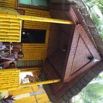 Foto Savithri Inn Bamboo Cottages and Resort