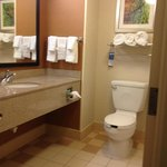 Fairfield Inn and Suites Edison resmi