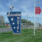 Seneca, KS Starlite Motel Neon Sign