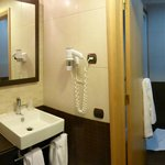 Room 212, bathroom