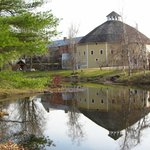 The Inn at Round Barn Farm resmi