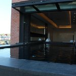 Heated Infity pool - admire the skyline of DC and watch the planes come in to Reagan
