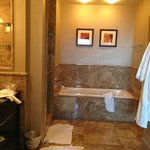 2 bedroom suite - room 2105 - master bathroom