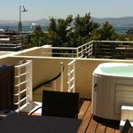 54b loader street. fabulous views and jacuzzie