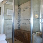 Double shower / steam room
