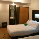 Continental All Suites resmi