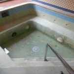 Waterless jacuzzi