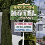 Ray's Den Motel의 사진