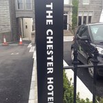 The Chester Hotel resmi
