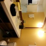 bathroom, room 121