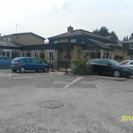 Photo de Premier Inn Cheltenham West