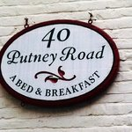 Forty Putney Road Bed and Breakfast resmi