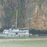 Foto de Maya Bay Sleep Aboard