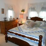 Green Room with queen bed and twin bed
