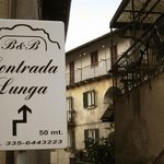Entrance to the pedestrian street where Contrada Lunga is located