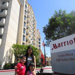 Costa Mesa Marriott Suites resmi