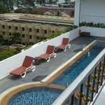 Photo de DusitD2 Phuket Resort