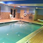 صورة فوتوغرافية لـ ‪Holiday Inn Express Suites Middleboro‬