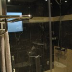 Outstanding shower stall with high end shower heads