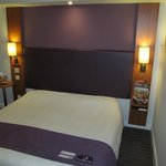 Premier Inn Ashington: room with bed