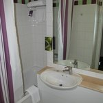 Premier Inn Glasgow City Centre - Argyle: bathroom