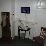 Bay Horse Inn: room with TV and coffee/tea