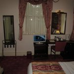 BEST WESTERN Kilima Hotel: room with desk/TV