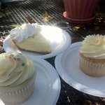Cup cake Pina Colada and vanilla + key lime pie