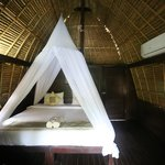 Nanuks Lembongan Bungalows - Tamarind Beach - Bali - Indonesia - Wandervibes - bedroom with bug
