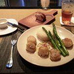 Scallops and aspargus